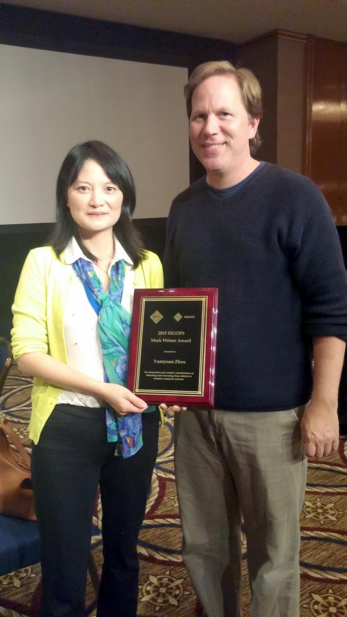 YY Zhou (left) poses with her award and computer scientist Stefan Savage, who won the same award back in 2013.