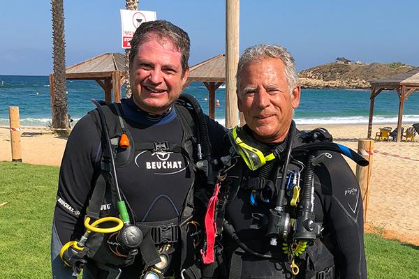 Tom Levy and Assaf Yasur-Landau in dive suits on Israel coast