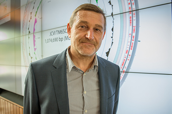 Bioinformatics expert Pavel Pezner honored by International Society of Computational Biology