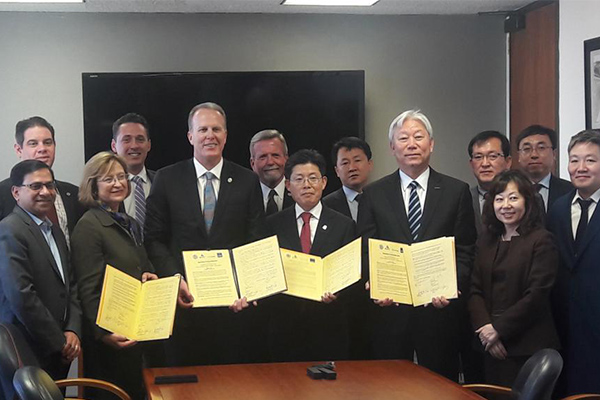Vice Chancellor for Research Sandra Brown, San Diego Mayor Kevin Faulconer, Ulsan Metropolitan City